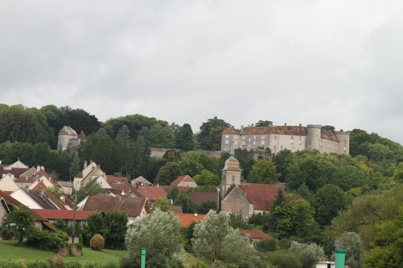 The small town of Ray sur Saone